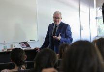 Dr. Ramón Novell expuso sobre el rol de los profesionales de la salud mental en las personas con discapacidad intelectual