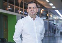 Luis Araya Castillo, director de postgrado de la Facultad de Economía y Negocios:  La educación como herramienta de superación