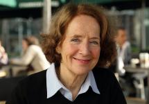 """Dra. Paula Charbonneau: """"Esta transición global hacia el aprendizaje en línea podría ser la chispa para el cambio en la educación que nos ha eludido durante más de 50 años"""""""